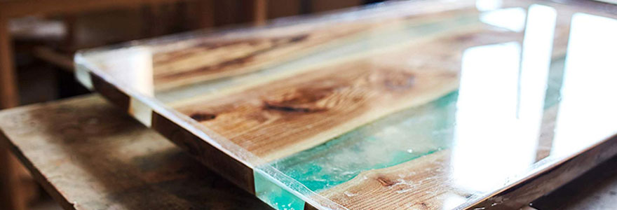 Achat de tables en bois et epoxy